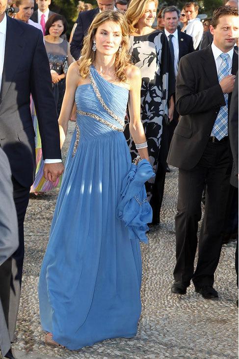 En otra boda en Grecia, en verano, este azul combinado con pedrería y...