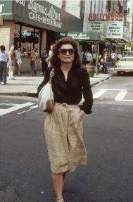 Jackie saliendo del cine en 1981.