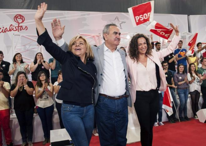 Valenciano (i)  junto al secretario general de los socialistas...