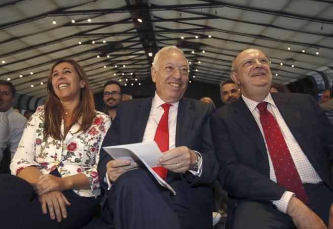 García-Margallo, en Barcelona, junto a Alicia Sánchez-Camacho y el...