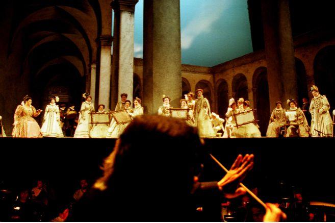 El escenario del Teatro Maestranza visto desde el foso, en una...