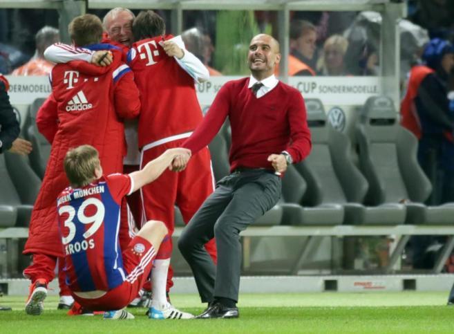 Guardiola, eufórico tras ganar la Copa de Alemania ante el Borussia...