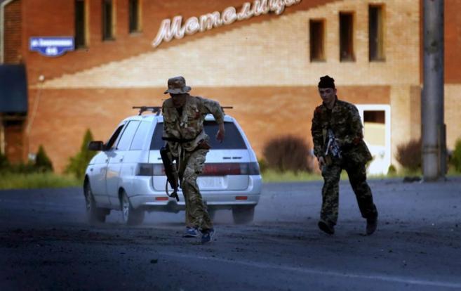 Prorrusos armados toman posiciones en los puntos de acceso de...