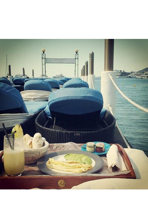 Un desayuno 'deluxe' a orillas del mar. Así se cuida Freida para...