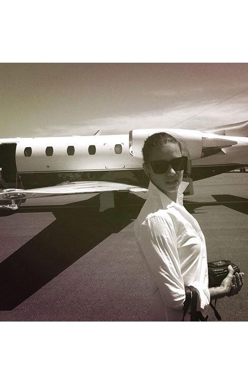 Adriana Lima aterrizó en la Costa Azul con todo el estilo de una diva...
