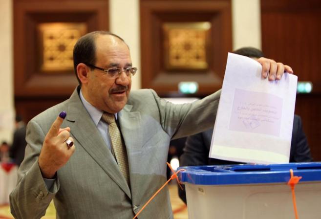 El primer ministro iraquí, Nuri Maliki, durante la jornada electoral...
