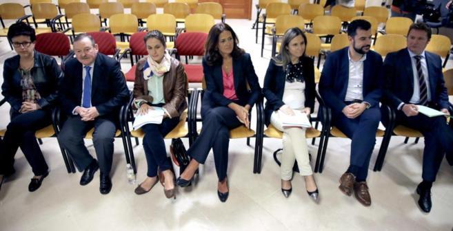 (De izda. a dcha.) Los concejales de Santiago Amelia González, Juan...