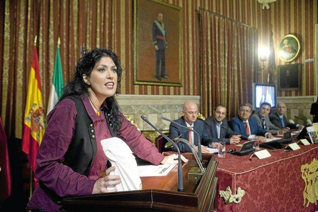 La periodista y escritora Eva Díaz Pérez agradece el premio durante...
