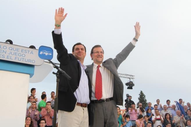 Mariano Rajoy con Juan Manuel Moreno, en Sevilla.