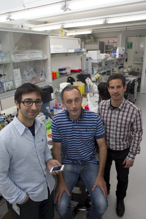 Valerio Pruneri, Marc Jofre y Pedro Martínez en el ICFO.