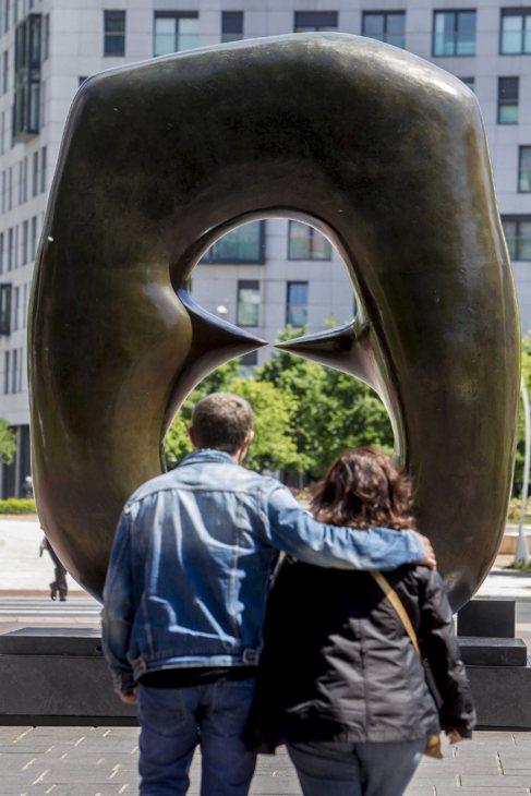 Escultura 'Óvalo con puntas'.