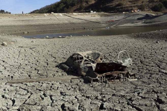 Imagen del lago artificial de la reserva de Almaden en San Jose,...