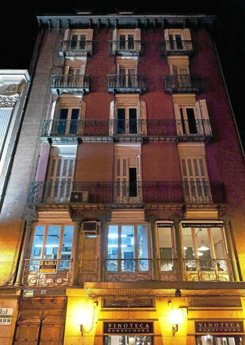 Fachada de apartamentos turísticos en el cento de Madrid.