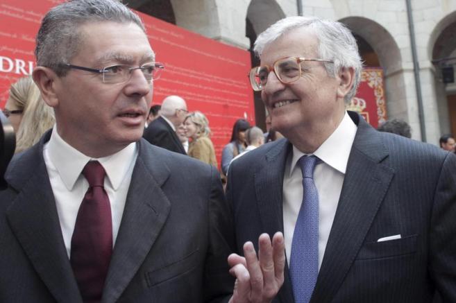 El Fiscal General del Estado Eduardo Torres-Dulce con el ministro...