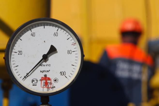 Una válvula de presión en la planta de Bilche-Volytsko-Uherske, la...