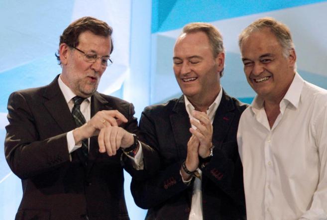 Mariano Rajoy, con Alberto Fabra y Esteban González Pons, en...