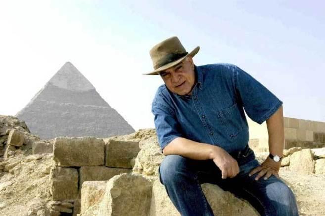 Como 'Indiana Jones', perfil que adoptó en los medios.