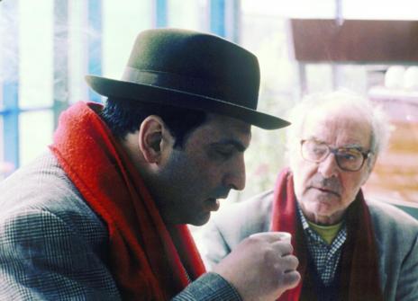 Godard, en segundo plano, en un fotograma de 'Nuestra música'.