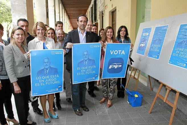 Bauzá junto a la candidata Rosa Estaràs en el inicio de campaña...