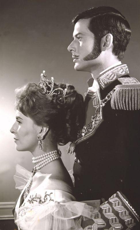 Vicente Parra. Su papel de Alfonso XII le convirtió en uno de los...