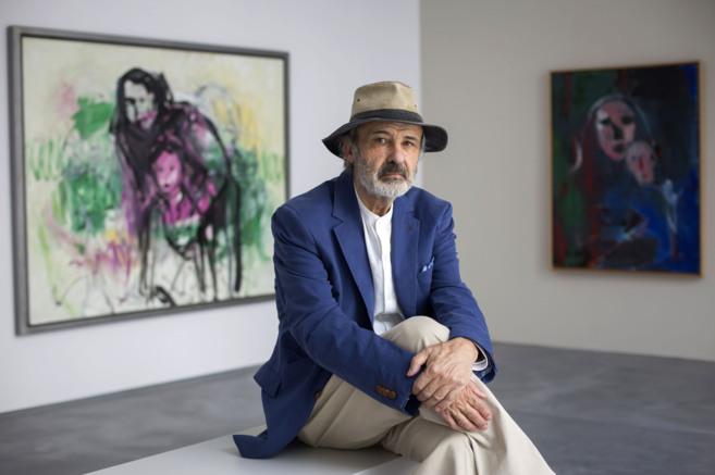 El pintor Jorge Rando posa en una de las salas de su museo...