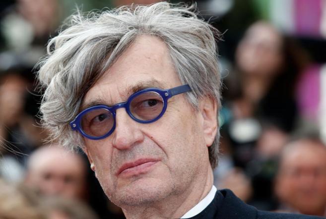 Wim Wenders, posa para los fotógrafos en Cannes.