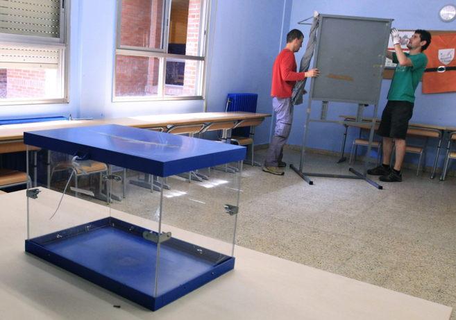 Montaje de las mesas electorales en Bilbao.