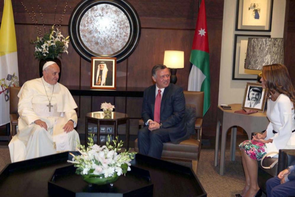 El Papa Francisco, el Rey de Jordania Abdullah II y la Reina Rania en...
