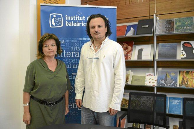 Margalida Vidal del IEB y Alfredo Oyáguez.