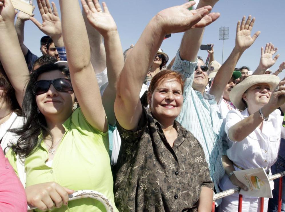 La multitud saluda al Papa Francisco