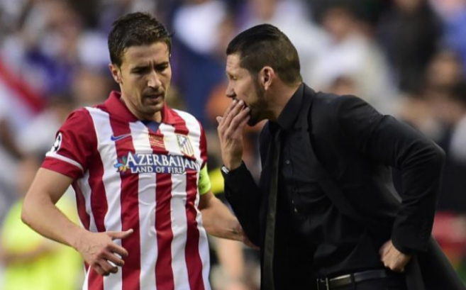 Gabi conversa con el 'Cholo' Simeone durante la final de la...