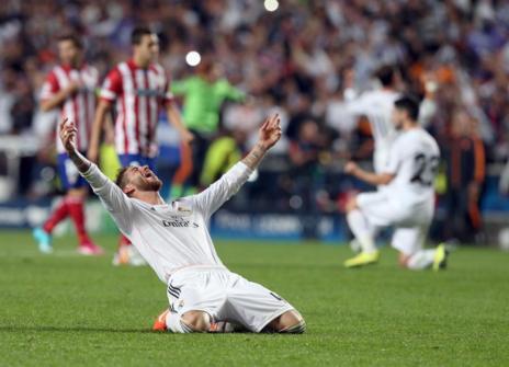 Ramos festeja el triunfo del Real Madrid en Lisboa.