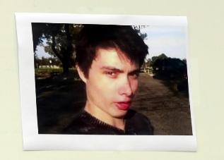 Tablón de la comisaría con la imagen de Elliot Rodger.