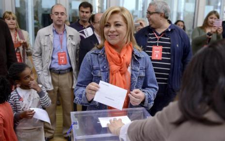 Elena Valenciano vota en Madrid.