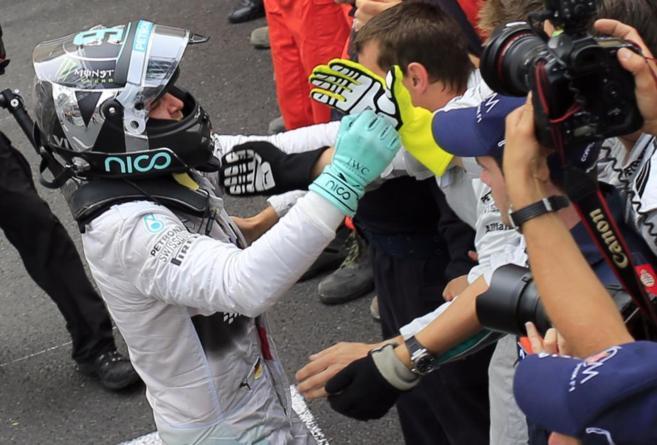 Rosberg celebra su victoria en Mónaco.