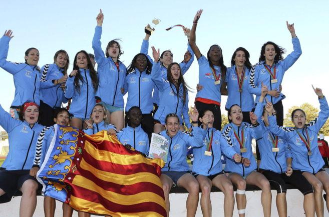 Las atletas del Valencia, Terra i Mar celebran su victoria en la Copa...