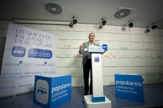 Alberto Fabra se dirige a los militantes para valorar los resultados...