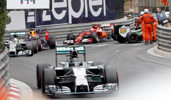 Rosberg, liderando la carrera durante las primeras vueltas en...