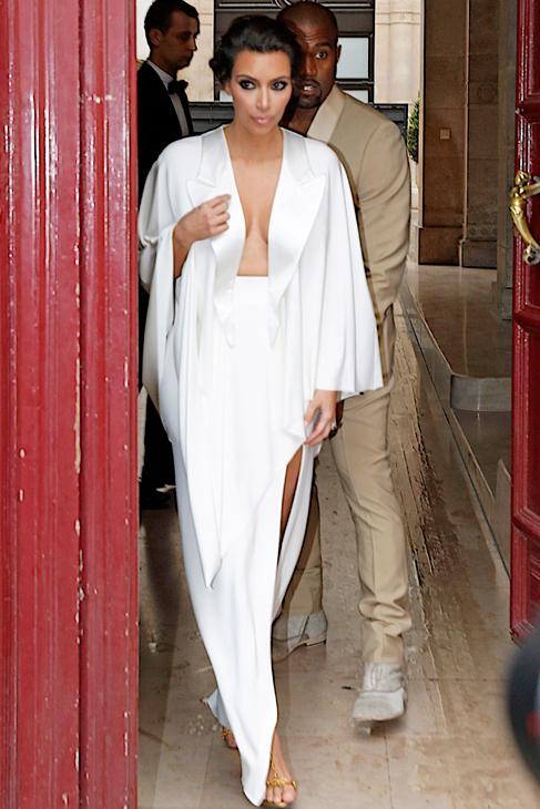 Con el vestido de la flamante novia todavía sin desvelar, una...