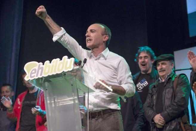 El candidato Josu Juaristi, celebrando la victoria.