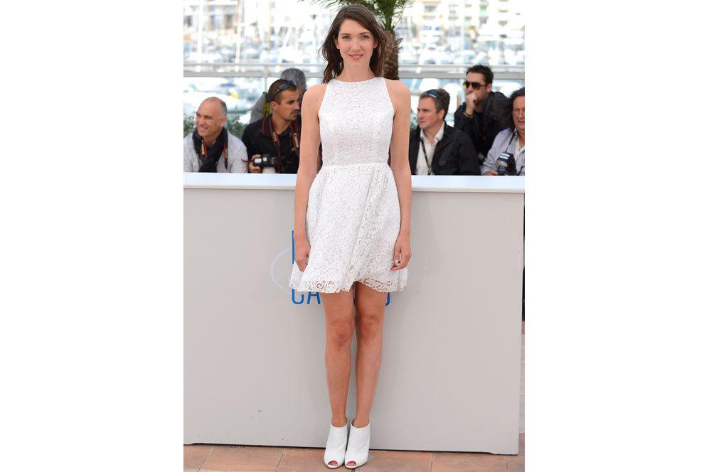 La actriz Zoe Bruneau tiñó de blanco la presentación de su nuevo...