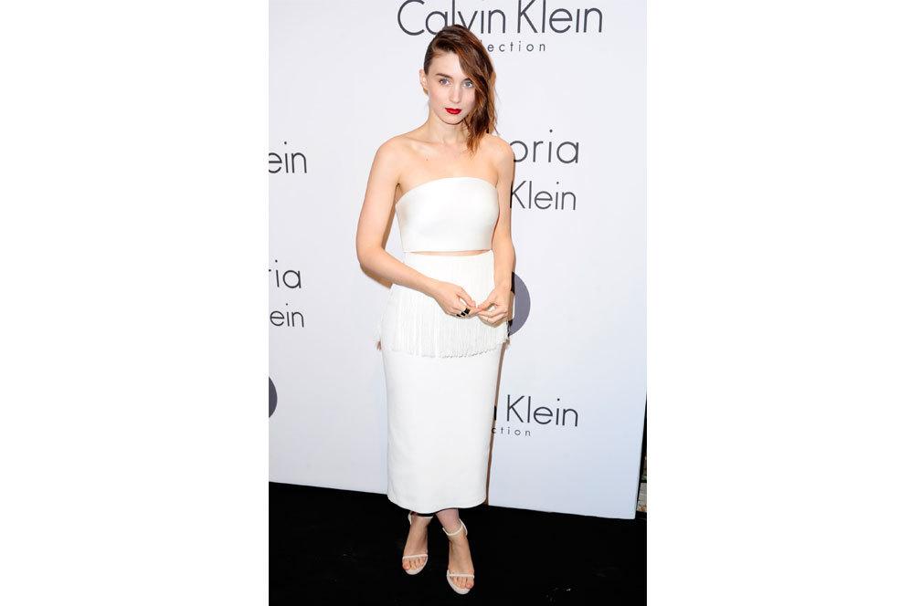 Rooney Mara con un 'outfit' minimal de Calvin Klein.