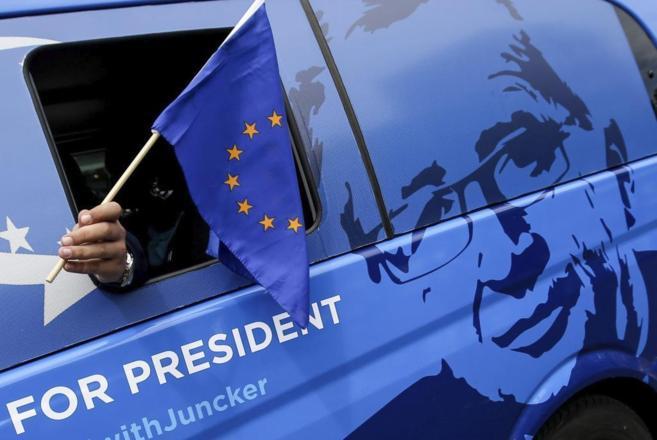 Un simpatizante del candidatoJean-Claude Juncker en uno de los...