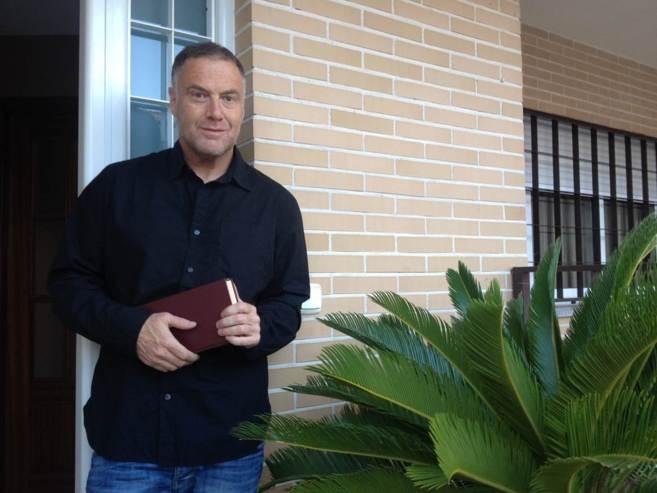 El periodista jienense Javier López, autor de 'Soy católico,...