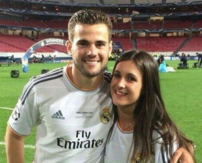 El jugador del Real Madrid, Nacho Fernández, con su futura mujer,...