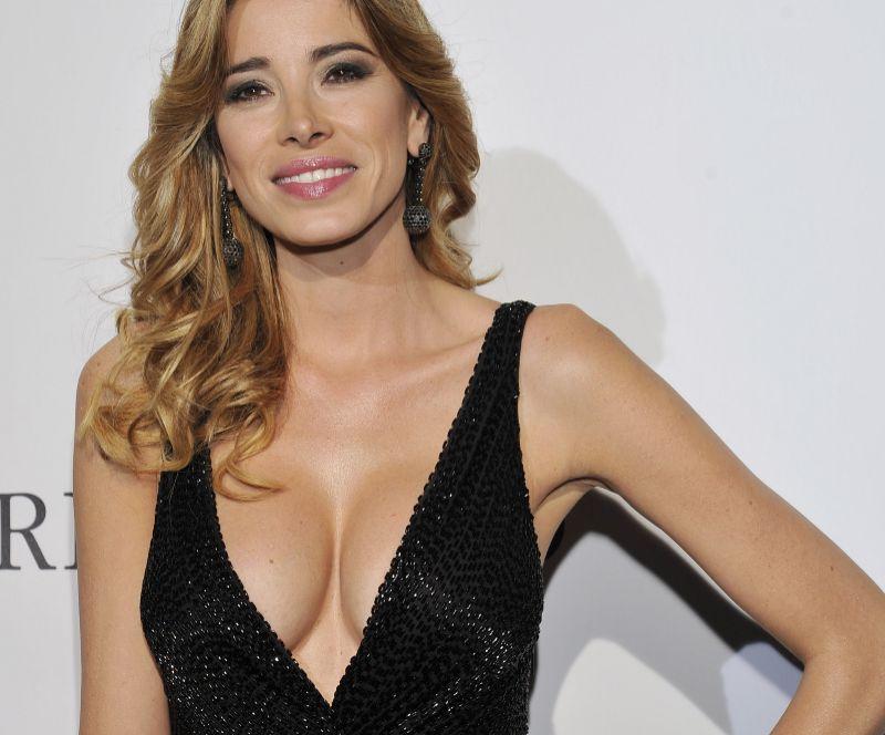 Aida Yespica en Cannes recurrió bastante al escote en V, dejando el...