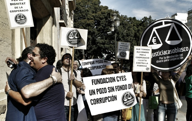 Miembros de ONG's celebran la condena a Blasco a las puertas del...