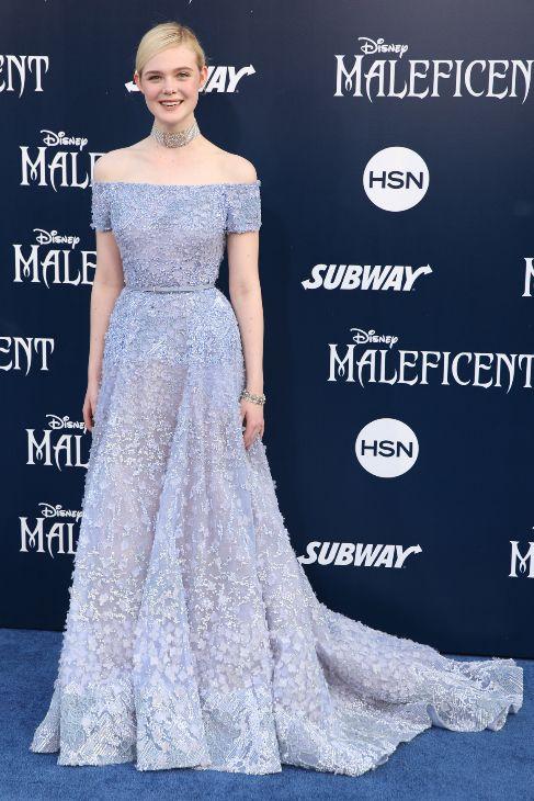 Elle Fanning lució en los Ángeles un 'look' opuesto al de Angelina,...