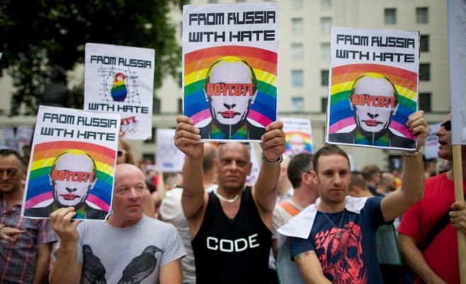 Manifestación en Londres contra las leyes homófobas rusas.