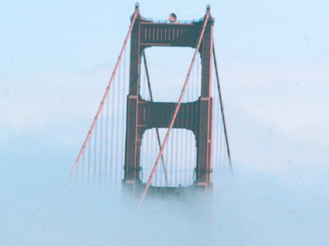 El Golden Gate de San Francisco un día de niebla.